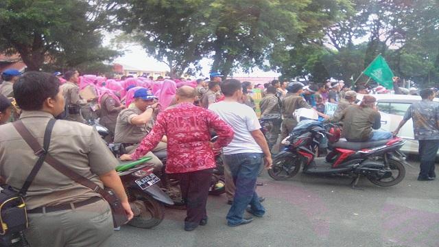 Aksi Demo Satpol PP di PN Bandar Lampung