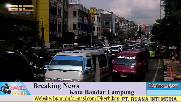 Kendaraan Padati Jalan Ahmad Yani