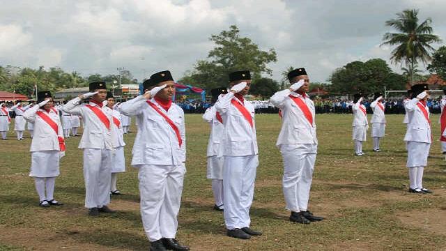 HUT RI Ke-71, SMA N 1 Purbolinggo Sukses Kibarkan Merah Putih