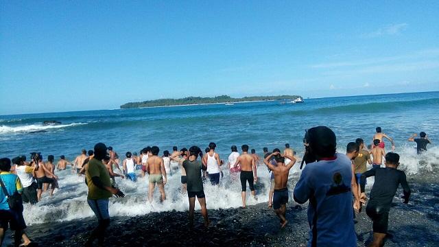 Lomba Renang Meriahkan Semarak Pulau Pisang