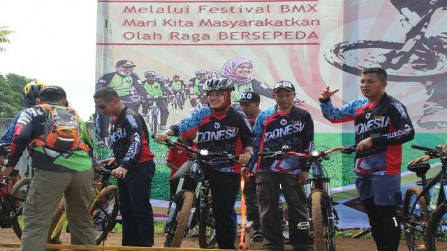 Chusnunia Chalim : Kita Masyarakatkan Olahraga Bersepeda Melalui Festival BMX