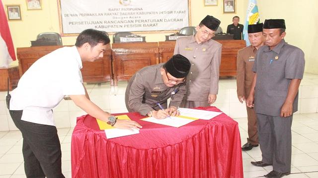 Agus Istiqlal Apresiasi Pengesahan Ranperda Inisiatif DPRD Perlindungan Dan Pelestarian Adat Sai Batin