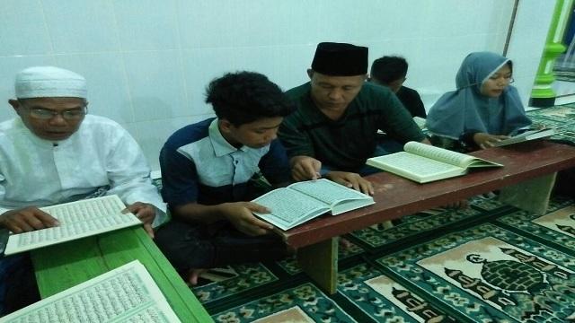 Bangun Semangat Baca Al-quran, Mustafa Ngaji Bareng Anak-anak