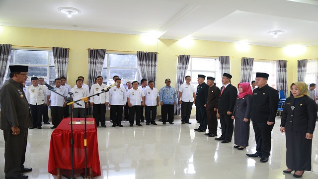 Bupati Pesibar Lantik Sembilan Pejabat Eselon II