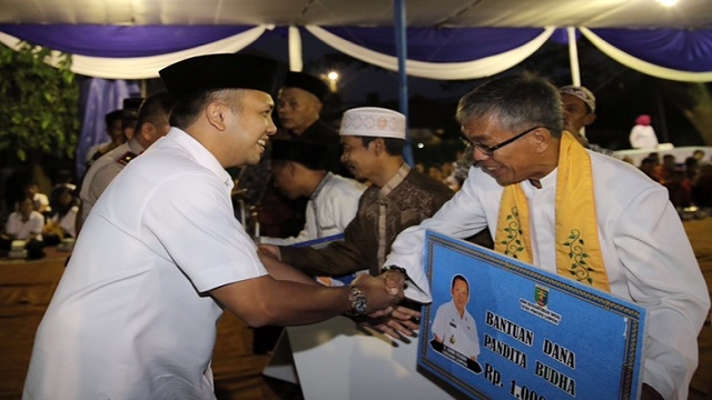 Gubernur Lampung Serahkan Dana Insentif Umat Beragama Lampung
